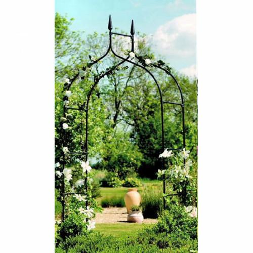קשת בעיצוב גותי ממתכת לתמיכת צמחים מטפסים ולעיצוב הגינה