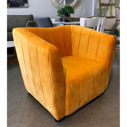 כורסא מעוצבת עם ריפוד בד קטיפה דגם דנה צהוב-כתום