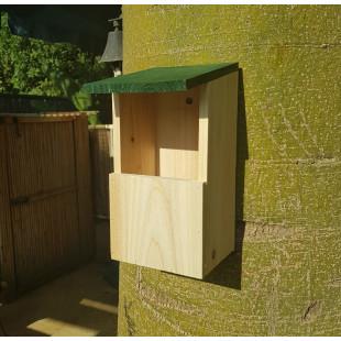 תיבת קינון לציפורי שיר ובר קטנות – מתנה למרפסת ולגינה!